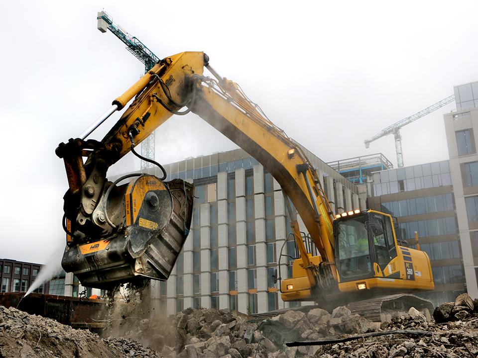 Foto 1_BF120.4 – Komatsu PC360 LC – Ireland_ Dublin Port – Recycling – Reinforced concret kopiëren
